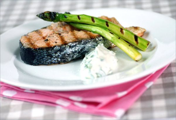 Grilled Norwegian salmon with asparagus