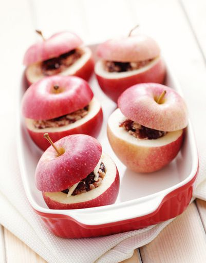 Baked apples with rum sauce