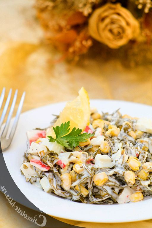 Salad with seaweed and crab meat