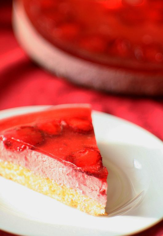 Cake with strawberry mousse and jelly