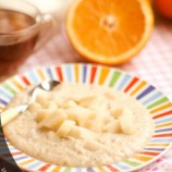 Oatmeal with caramel and pears